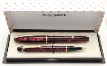 8768 Conway Stewart No.15 Fountain Pen and No.3 Nippy Propelling Pencil Set in Burgundy Marble, Superb Fine Semi Flex FIVE STAR nib. Mint and Boxed.