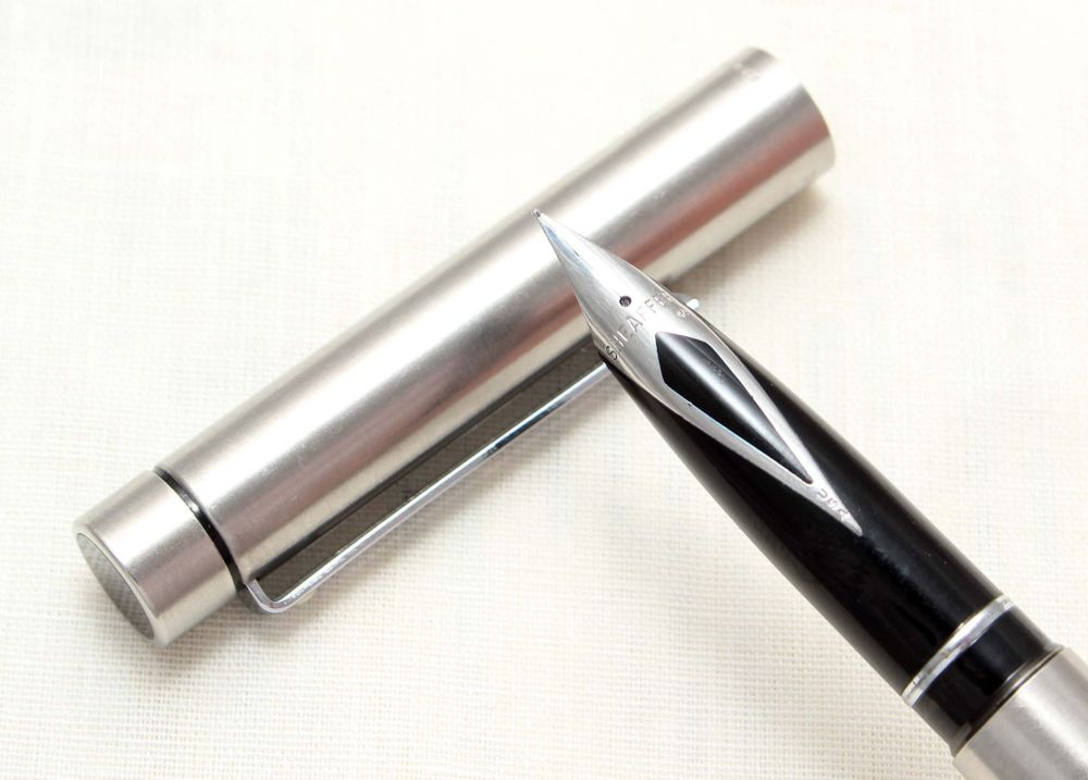 8800 Sheaffer Targa 1000 Fountain Pen in Brushed Stainless Steel, Fine nib.