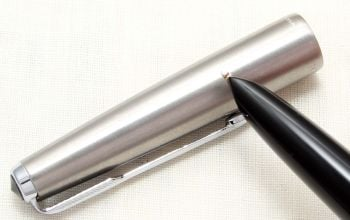 8812. Parker 51 Aerometric MkIII in Classic Black with a Lustraloy Cap, Smooth Medium FIVE STAR Nib.