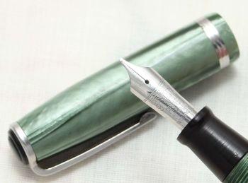 8821 Esterbrook J Fountain Pen in Green Marble. Fabulous Medium Italic Five Star Nib.