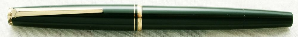 8833 Montblanc No.221 Piston filling Fountain Pen in Dark Green. Medium FIV