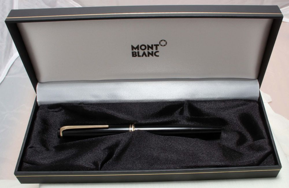 8868 Montblanc No.22 Piston filling Fountain Pen in Classic Black. Fine FIV