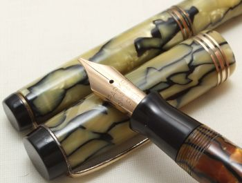 8875 Parker Duofold Senior Fountain Pen and Pencil set in Pearl and Black Marble. Broad Italic FIVE STAR Nib.