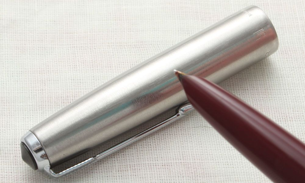 8946. Parker 51 Aerometric in Burgundy with a Lustraloy Cap, Smooth Fine si
