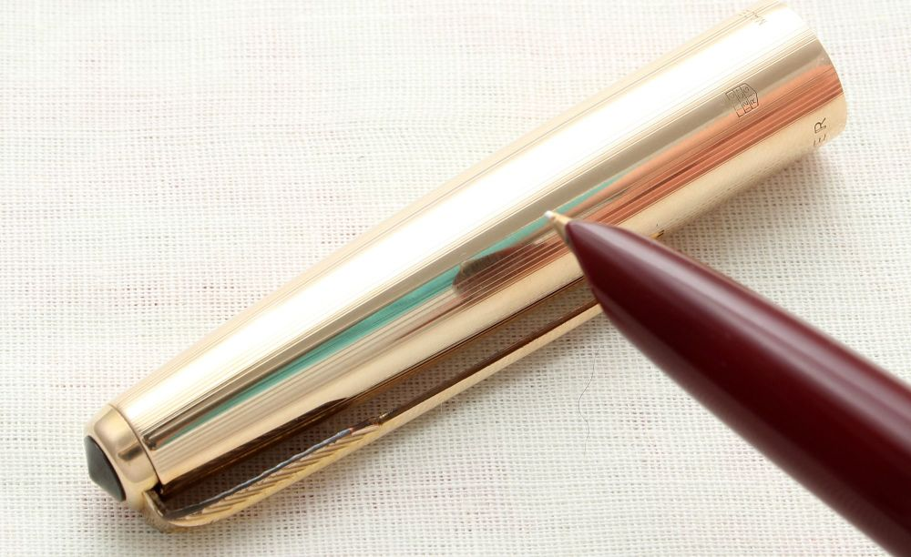 8943. Parker 51 Aerometric in Burgundy with a Rolled Gold Cap, Smooth Fine