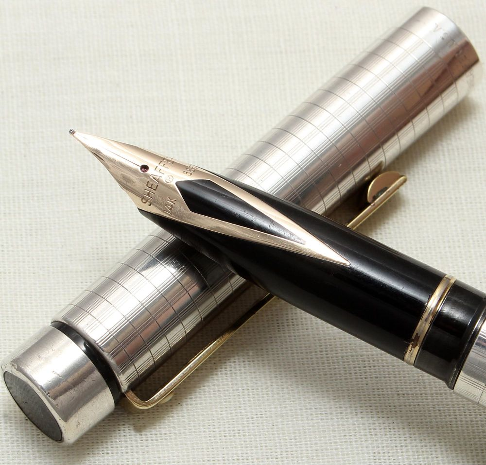 8940 Sheaffer Targa 1024x Sterling Silver Fountain Pen. Medium nib, mint an