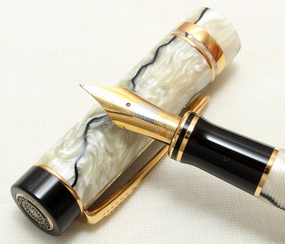 8918 Parker Duofold Centennial Fountain Pen in Pearl and Black Marble, Extr