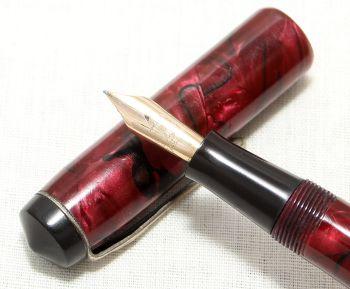 8954 Conway Stewart No.286 in Green Marble - Smooth Fine Semi Flex Nib.