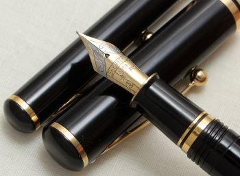 8935 Sheaffer Grand Connoisseur Fountain Pen and Ball Pen Set. Fine Nib, Boxed.