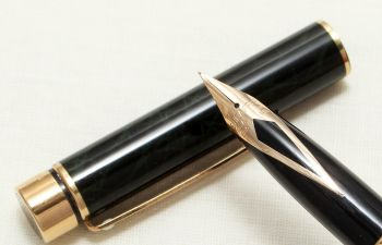 8971 Sheaffer Targa 1038 Laque Green Ronce Fountain Pen. Fine FIVE STAR nib.