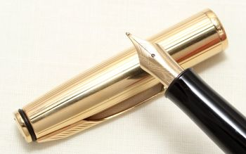 8977 Parker Insignia Fountain Pen in Green with a Rolled Gold Cap. Smooth Medium Nib.