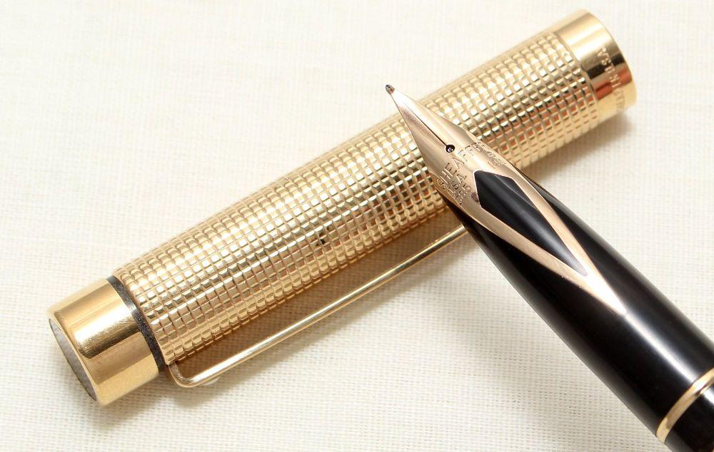 8981 Sheaffer Targa 1011 Diamond Square Pattern Fountain Pen. Medium nib.