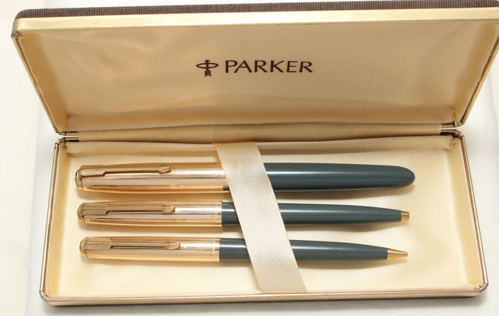 8985 Parker 51 Triple Set in Grey with Rolled Gold caps. Mint and Boxed. Fi