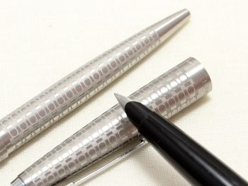 8987 Rare Parker 45 Harlequin Set with Grey Circlets, Superb Fine Steel Nib.