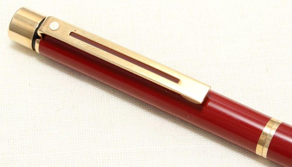 9004 Sheaffer Targa 1021 BP Laque Imperial Red Ball pen.