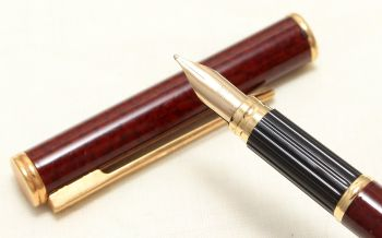 9019 Watermans Exclusive Fountain pen in Brown Marbled Lacquer with Gold Trim. Medium FIVE Star Nib.