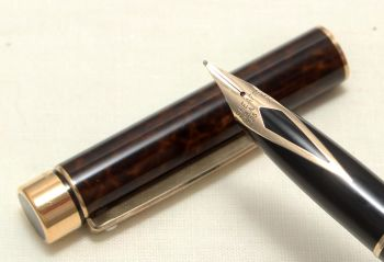 9028 Sheaffer Targa Classic Fountain Pen in Laque Thuya Ronce. Medium nib. Mint and Boxed.