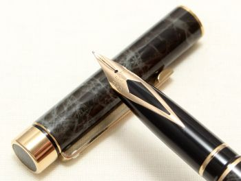 9036 Sheaffer Targa Classic Fountain Pen in Laque Marble Grey Ronce. Fine nib. Mint and Boxed.