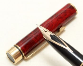 9037 Sheaffer Targa Classic Fountain Pen in Laque Red Marble. Fine nib. Mint and Boxed.