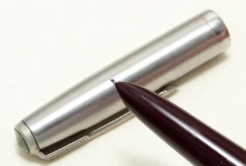 9044 Parker 51 Aerometric in Burgundy with a Lustraloy Cap. Smooth Fine Nib.