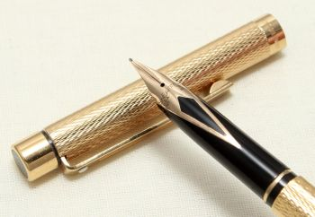 9047 Sheaffer Targa 1009s Slim Fountain Pen in Gold Plated Barleycorn. Medium FIVE STAR Nib.