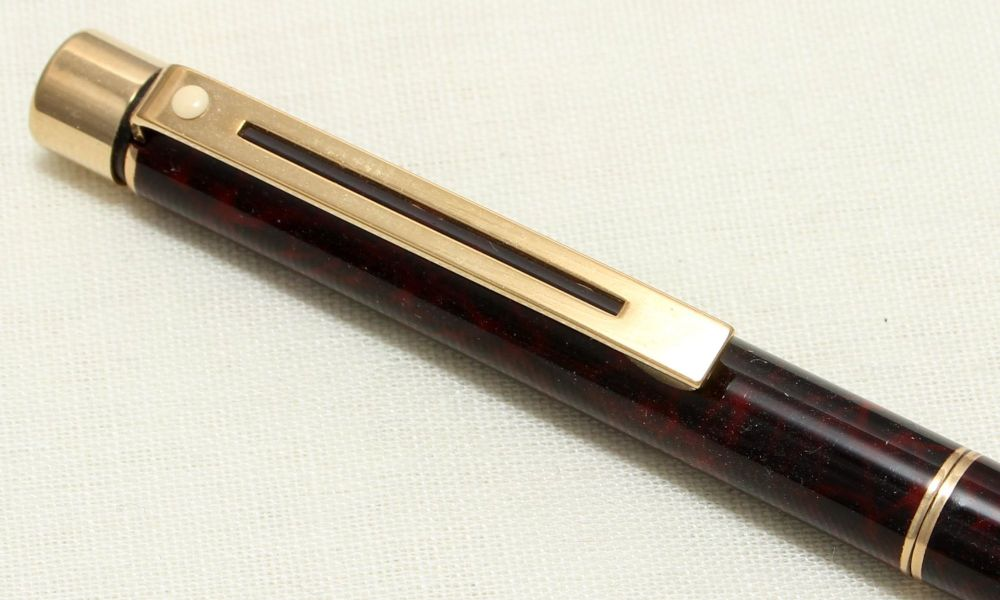 9051 Sheaffer Targa 1082 Ball Pen in Laque Garnet Ronce.