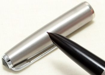 9057 Parker 51 Aerometric in Black with a Lustraloy Cap, Smooth Fine FIVE STAR Nib.