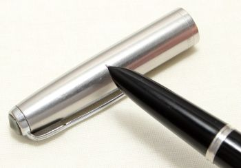9059 Parker 51 Aerometric in Black with a Lustraloy Cap, Smooth Fine FIVE STAR Nib.