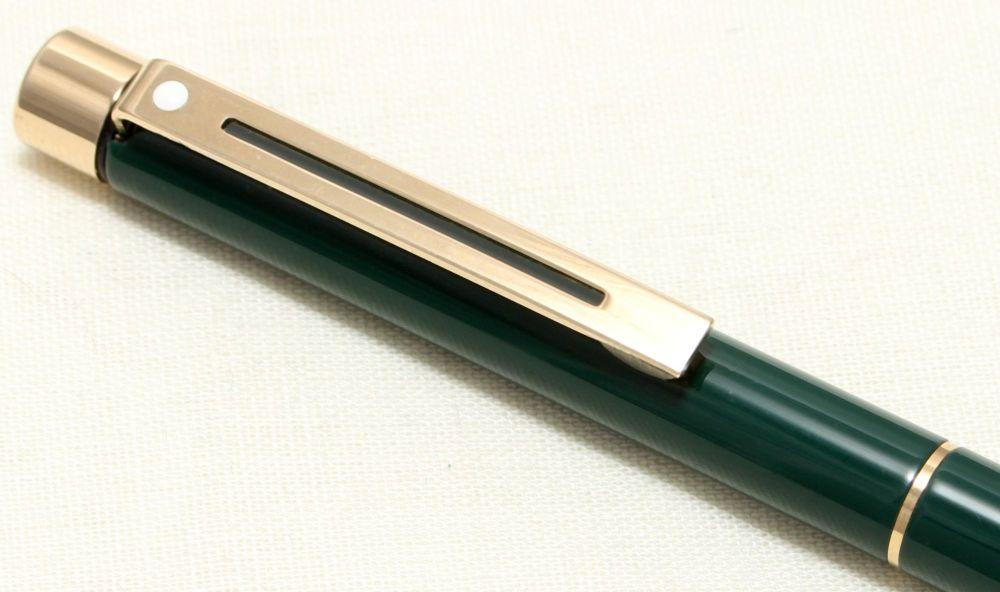 9083 Sheaffer Targa 1059 Ball Pen in Green Gloss.