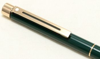 9083 Sheaffer Targa 1059 Ball Pen in Green Gloss.