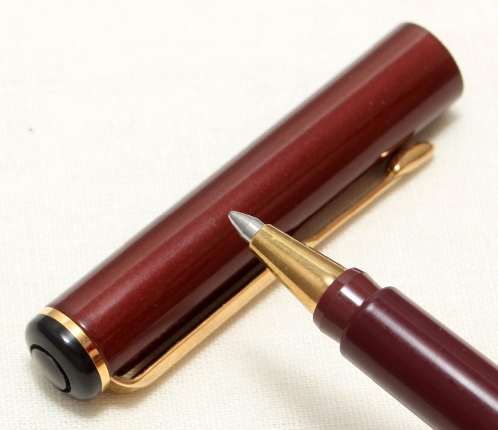 9087 Parker Rialto (88) Ball Pen in Burgundy. New Old Stock.