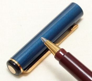 9092 Parker Rialto (88) Ball Pen in Gloss Black and Blue. New Old Stock.