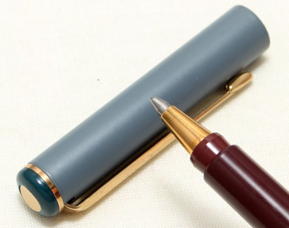 9093 Parker Rialto (88) Ball Pen in Burgundy and Grey. New Old Stock.