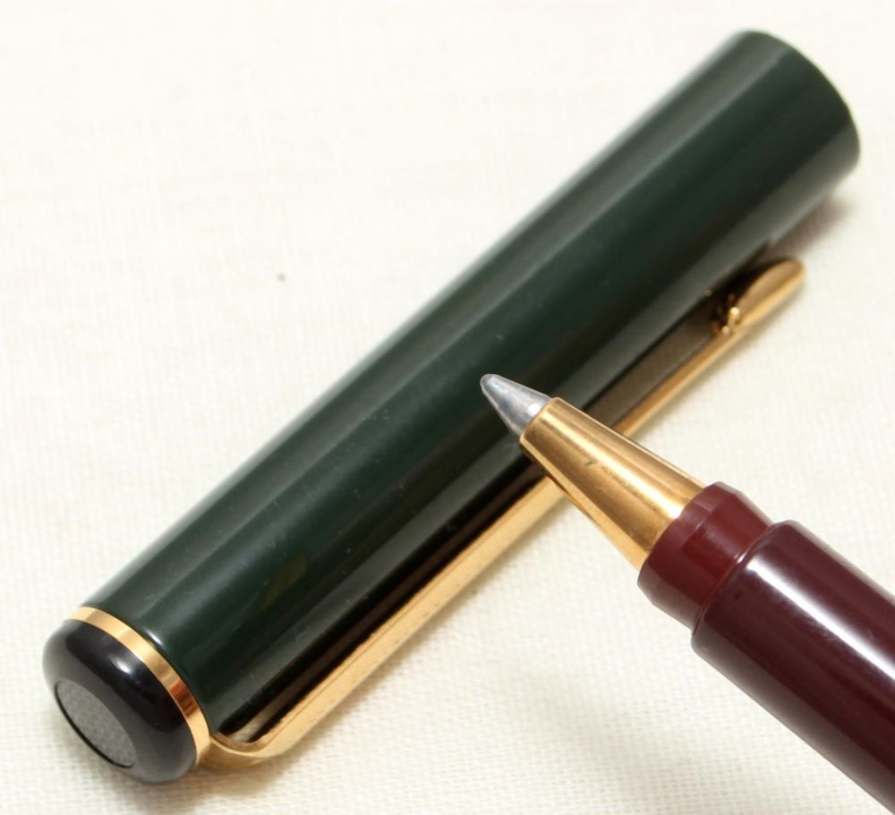 9094 Parker Rialto (88) Ball Pen in Gloss Black and Green. New Old Stock.