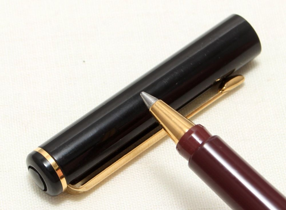 9095 Parker Rialto (88) Ball Pen in Gloss Black. New Old Stock.