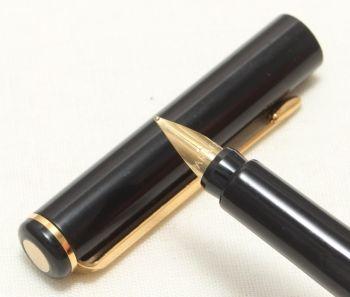 9098 Parker Rialto (88) Fountain Pen in Gloss Black. Fine Nib, New Old Stock.