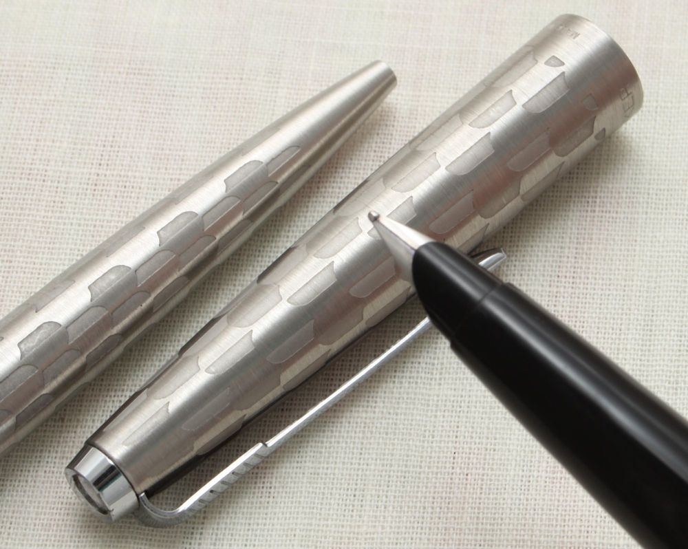 9100 Rare Parker 45 Harlequin Set with Grey Shields, Superb Medium FIVE STA