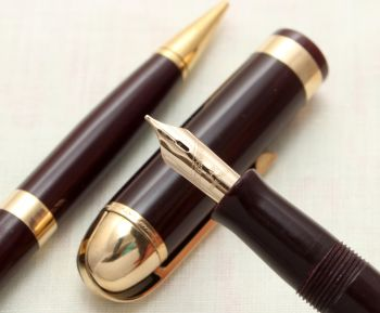 9109 Eversharp Skyline Fountain Pen and Pencil set in Dark Burgundy. Medium Semi Flex FIVE STAR Nib.
