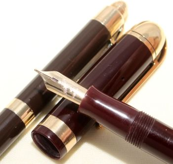 9115 Eversharp Skyline Fountain Pen and Pencil set in Dark Burgundy. Fine side of Medium FIVE STAR Nib.