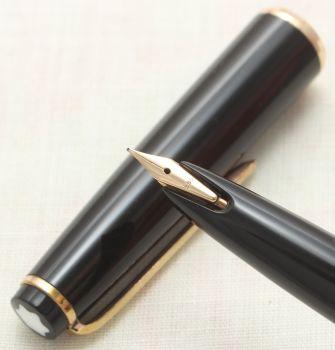 9121 Montblanc No.32 Piston filling Fountain Pen in Classic Black. Extra Fine FIVE STAR Nib.