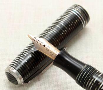 9119 Parker Vacumatic Major Fountain Pen in Silver Pearl, Medium Italic FIVE STAR Nib.