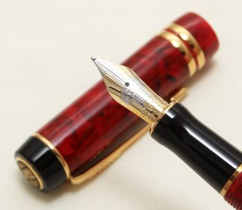 9125 Parker Duofold International Fountain Pen in Jasper Red Marble, Medium FIVE STAR Nib. Mint and Boxed.