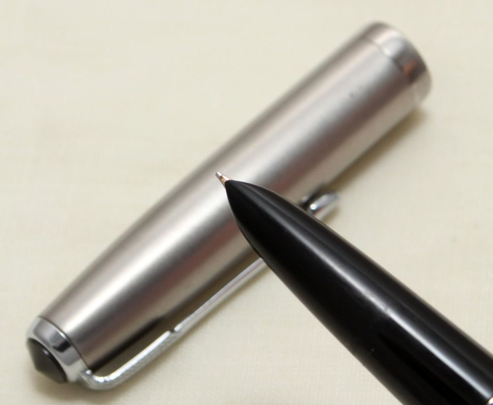 9130 Parker 51 Aerometric in Black with a Lustraloy Cap, Smooth Fine FIVE S