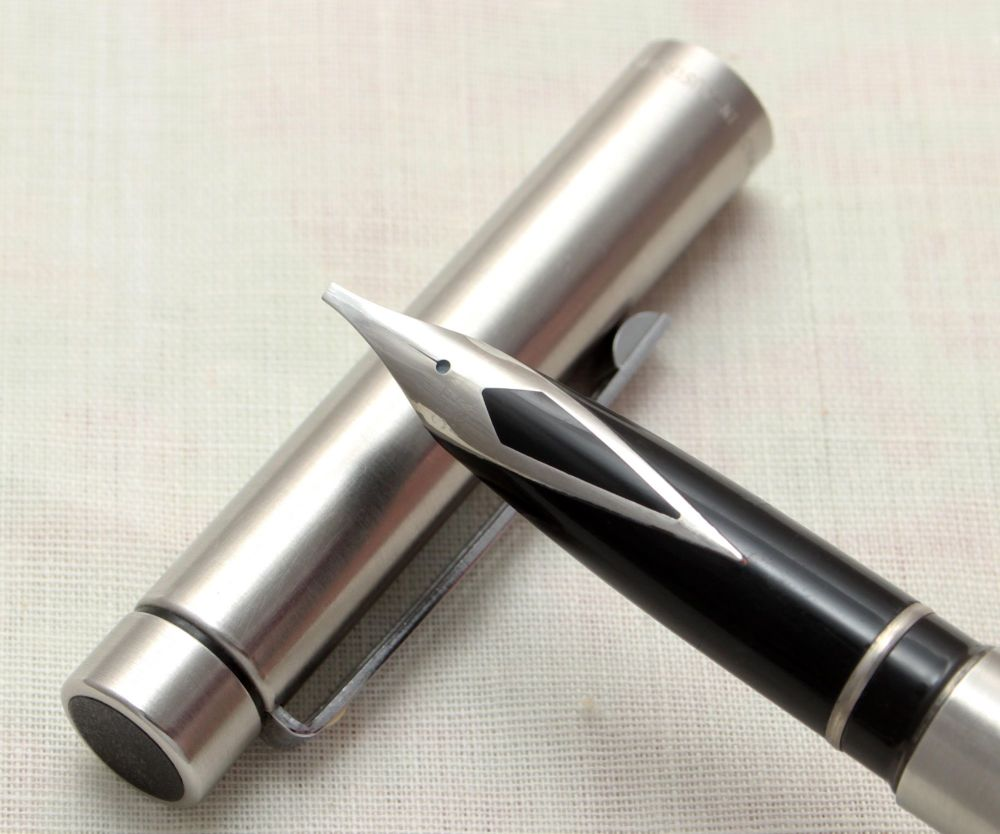 9136 Sheaffer Targa 1000 Fountain Pen in Brushed Stainless Steel. Broad Ita