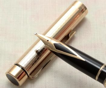 9139 Sheaffer Targa Classic Fountain Pen in a chequered pattern. Medium FIVE STAR nib.