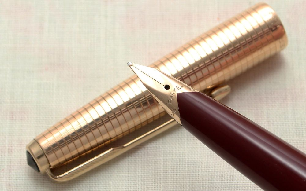 9146 Parker 65 Consort in Burgundy with a Rolled Gold Cap. Medium FIVE STAR