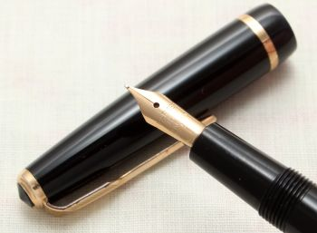 9148 Parker Duofold Slimfold in Black, c1965. Smooth Fine Nib. Mint and Boxed.