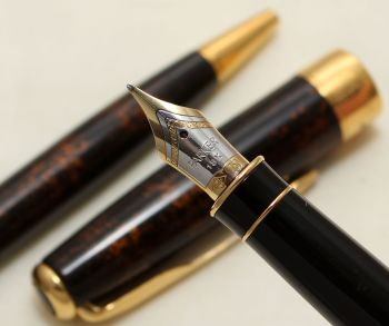 9150 Parker Sonnet Premier Fountain Pen in Vision Fonce (Dark Brown Lacquer with Copper coloured flecks). Medium 18K FIVE STAR Nib.