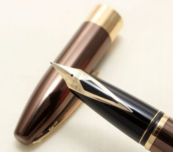 9170 Sheaffer Legacy Fountain Pen in Polished Copper, Smooth Medium FIVE STAR Nib. Mint and Boxed.