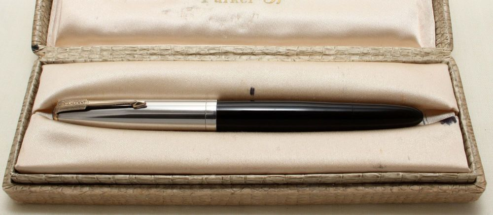 9178 Parker 51 Vacumatic Fountain Pen in Black with a Polished Alloy cap. S